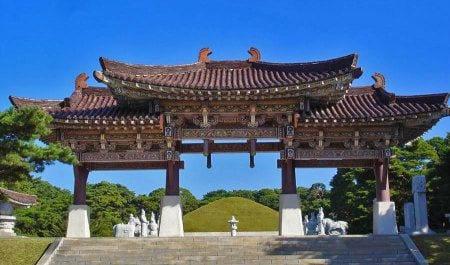 Гробница короля Тонмена в КНДР