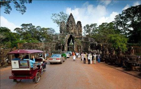 Вход в Ангкор-Тхом через Южные ворота