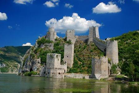 замок в сербии