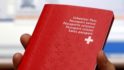 швейцарский паспорт с красным крестом