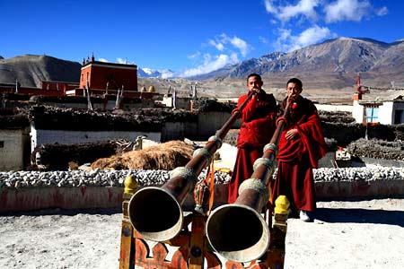 тибетские монахи в Непале
