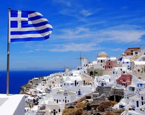 греческий городок на берегу средиземного моря
