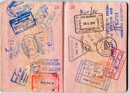 паспорт со штампами о многократном прохождении границы