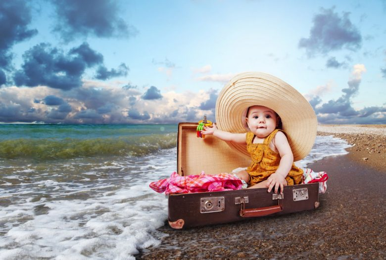 Ребенок в чемодане