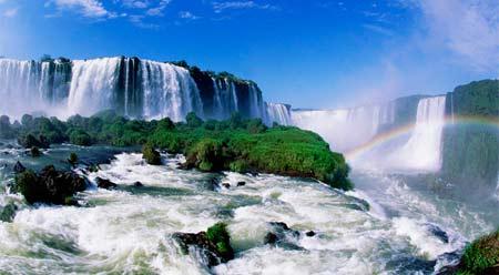 водопад на одном из индонезийских островов