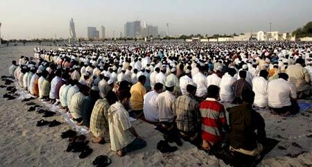 массовая молитва в ОАЭ