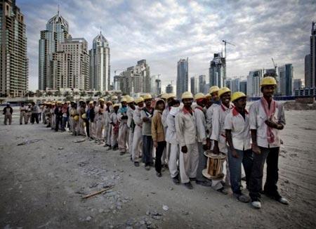 рабочие в Дубаи