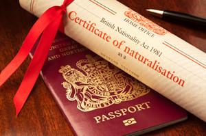 Паспорт гражданина Великобритании и сертификат натурализации