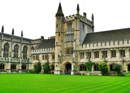 Знаменитый университет Оксфорд в Великобритании