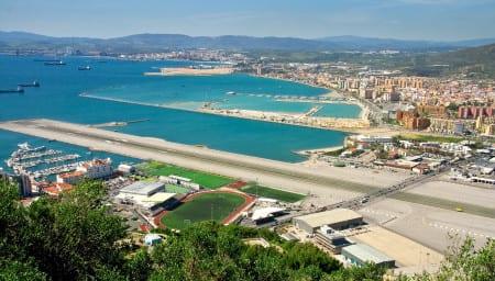 Вид на взлетно-посадочную полосу на Гибралтаре