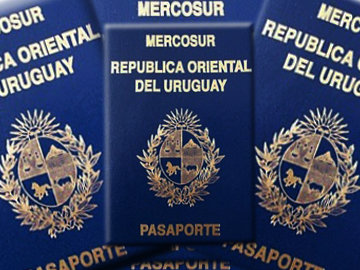 Так выглядит паспорт гражданина Уругвая