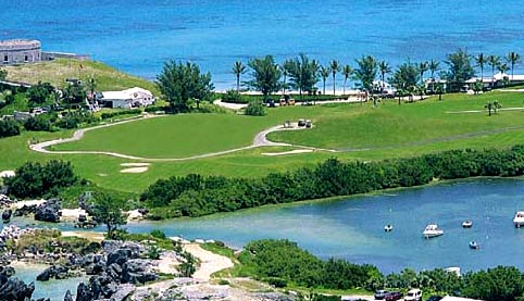 теннисный корт на Бермудах