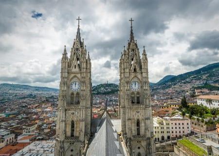 Базилика дель Вото Насиональ в Кито