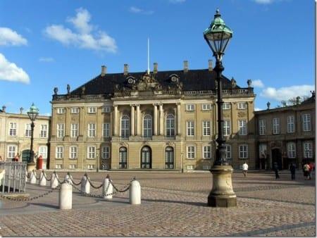 Дворцовый комплекс Амалиенборг в Копенгагене