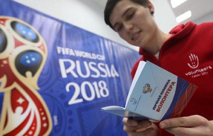 Волонтёр с личной книжкой