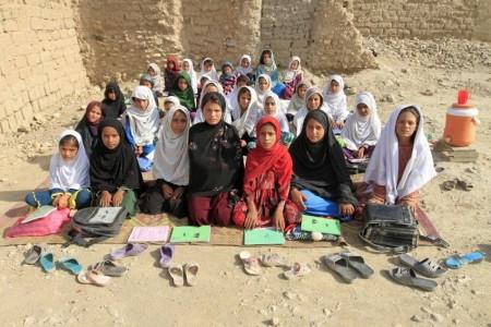 Класс девочек в афганской школе