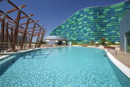 Отель Hilton Capital Grand Abu-Dhabi