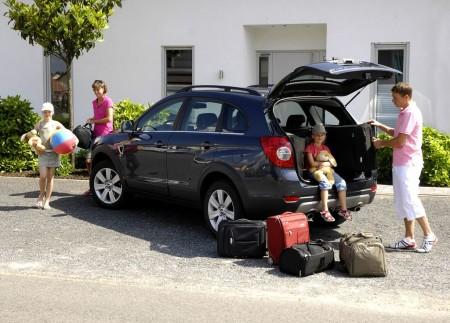 Погрузка багажа в автомобиль