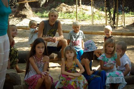 Работа с детьми на Гоа