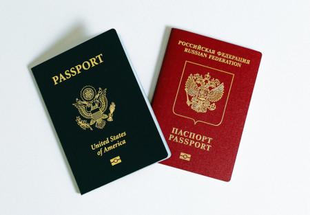 два паспорта России и США