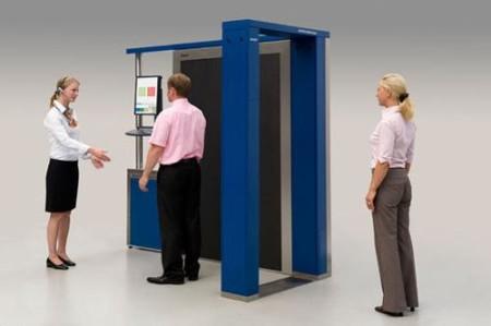 Прохождение сканера пасажирами аэропорта
