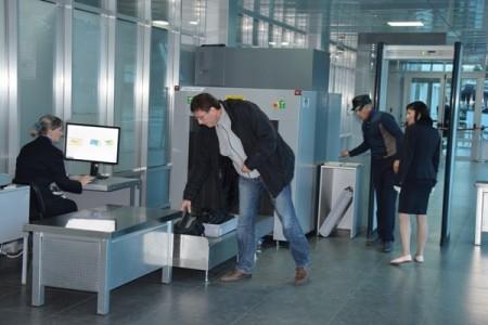 Досмотр багажа в аэропорту