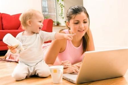 Ребёнок и мама в декрете