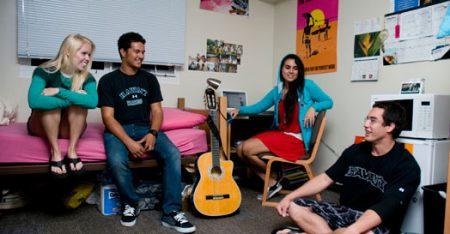 Студенты в общежитие