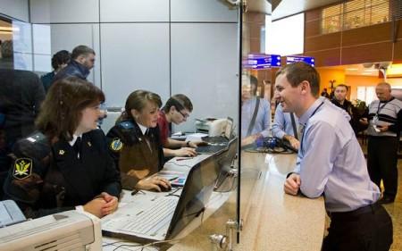 Прохождение пограничного контроля безопасности в аэропорту