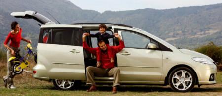 Семья на машине