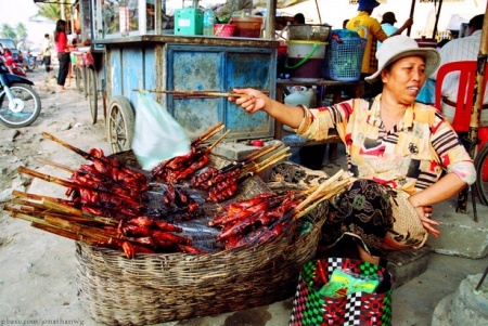 Популярный вид заработка в Камбодже - торговля