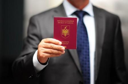 Вручение паспорта гражданина Албании