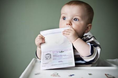 Ребёнок с загранпаспортом