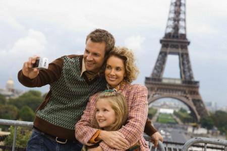 Семья в Париже