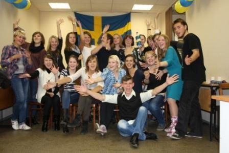 Студенты с флагом Швеции