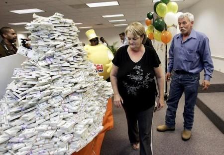 Ирландская пожилая пара выигравшая лотерею в США