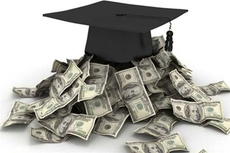 Доллары и шапочка выпускника
