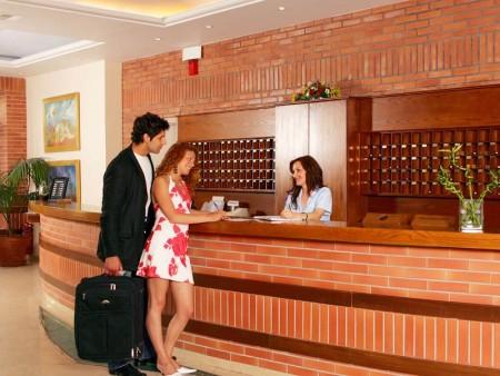 администратор в отеле на острове Крит