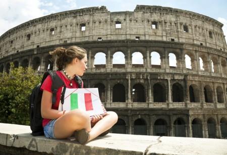 Девушка у Колизея