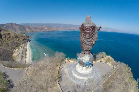 Статуя Иисуса Христа в Дили