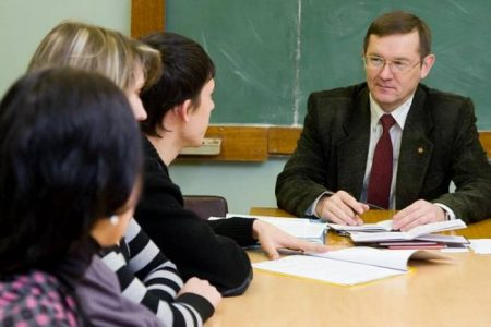Преподаватель в высшем учебном заведении