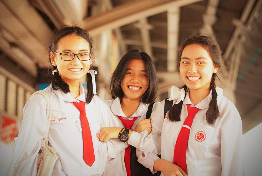 Школьницы в Тайланде