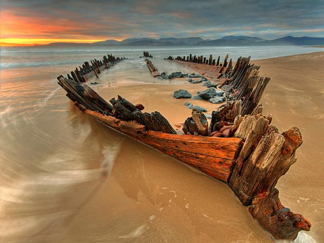 Берег скелетов - одно из самых запоминающихся мест