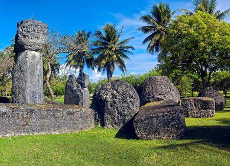 Камни латте древнего Дома Тага, остров Тиниан, Марианские острова