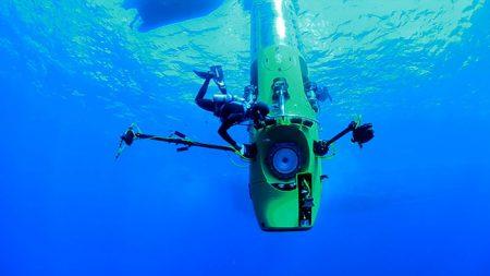 Погружение на глубину в Марианскую впадину
