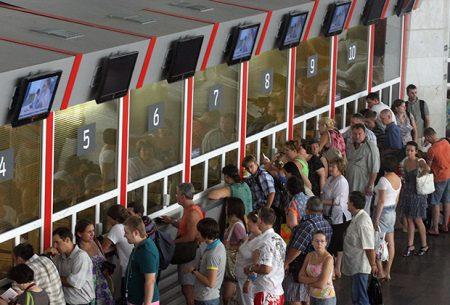 Покупка билета в кассе ЖД вокзала