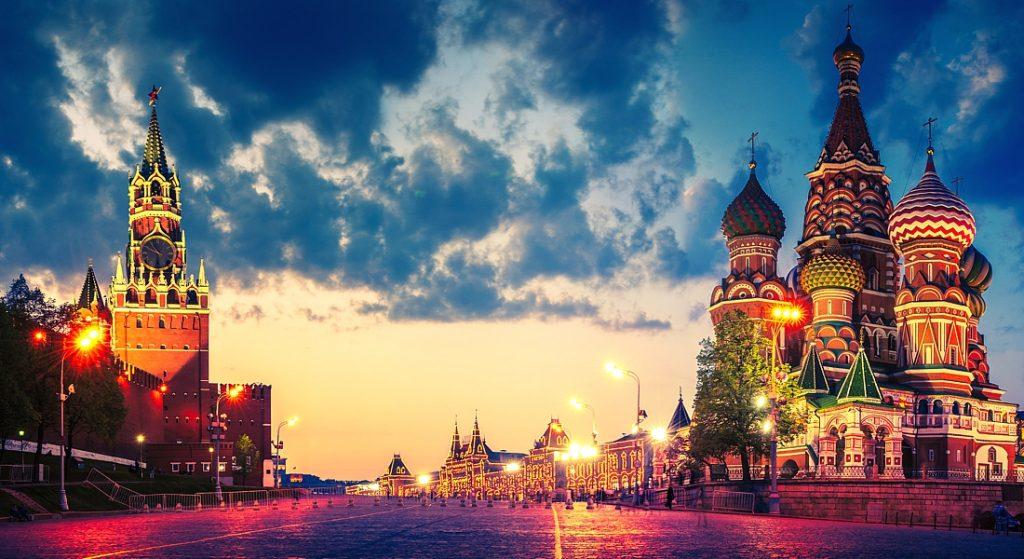 Найти работу в москве для девушек играть в девушка за работой