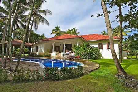 В Доминиканской республике можно приобрести такие дома с бассейнами по приемлемой цене