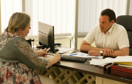 Только родители или опекуны имеют право подать документы для выдачи паспорта ребенка, предъявив документ удостоверяющий личность