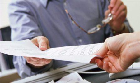 выдача документов производится лично